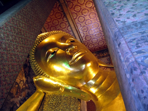 The face of the Reclining Buddha & Wat Po - Bangkok For Visitors islam-shia.org